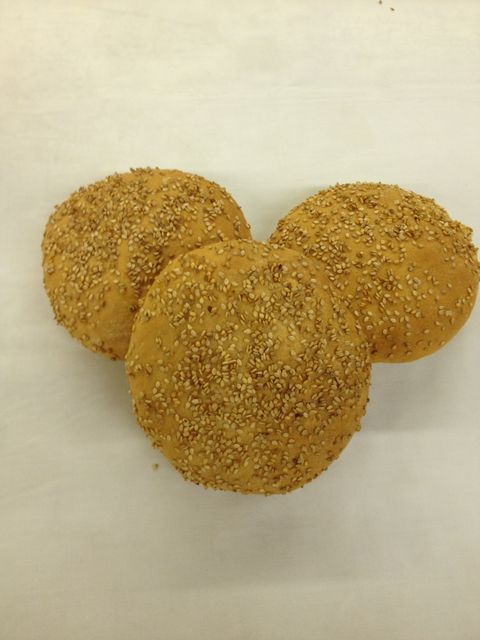 Flat buns with or without sesame